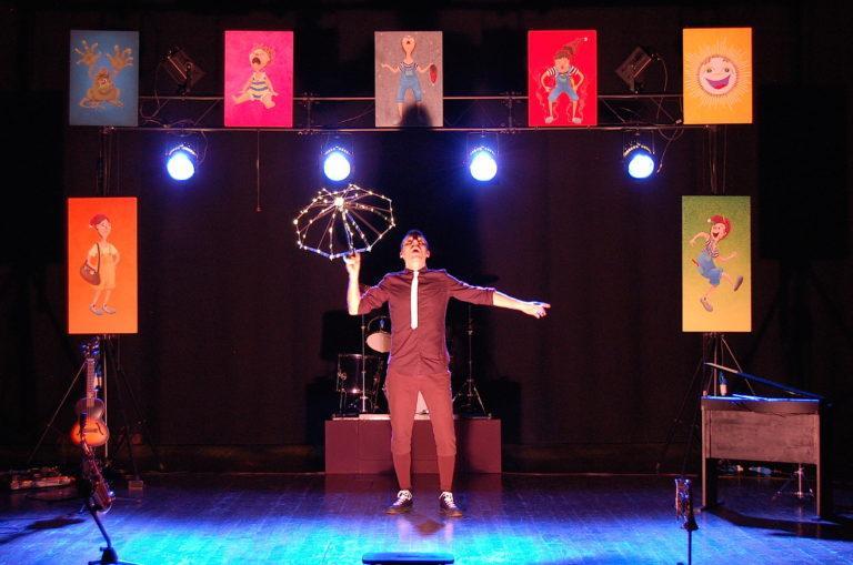 Kosmocomico Teatro CATTiViNi Cabaret-concerto per Bimbi Monelli